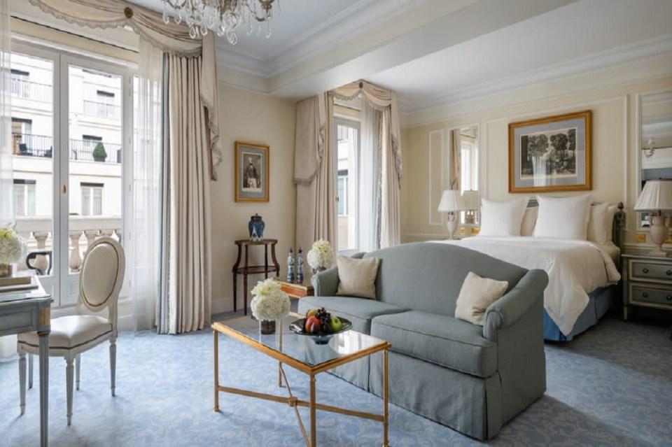 El hotel George V es uno de los más lujosos de París