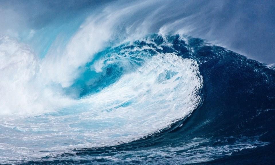 sitios de España para hacer surf: ola grande
