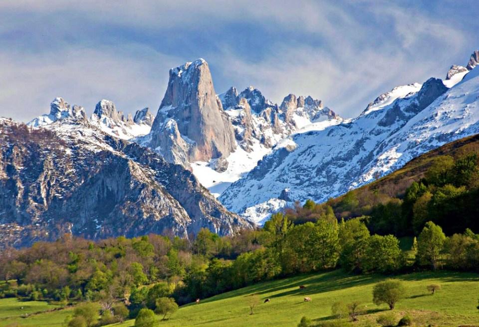 Una de las rutas en moto más importantes pasa por los Picos de Europa