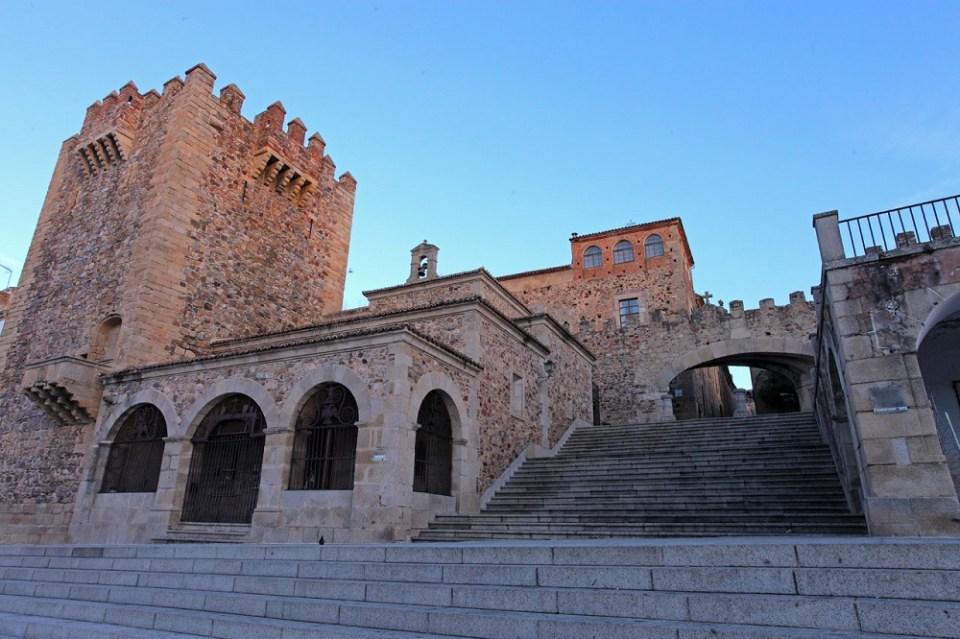 El casco antiguo es uno de los sitios imprescindibles que ver en Cáceres