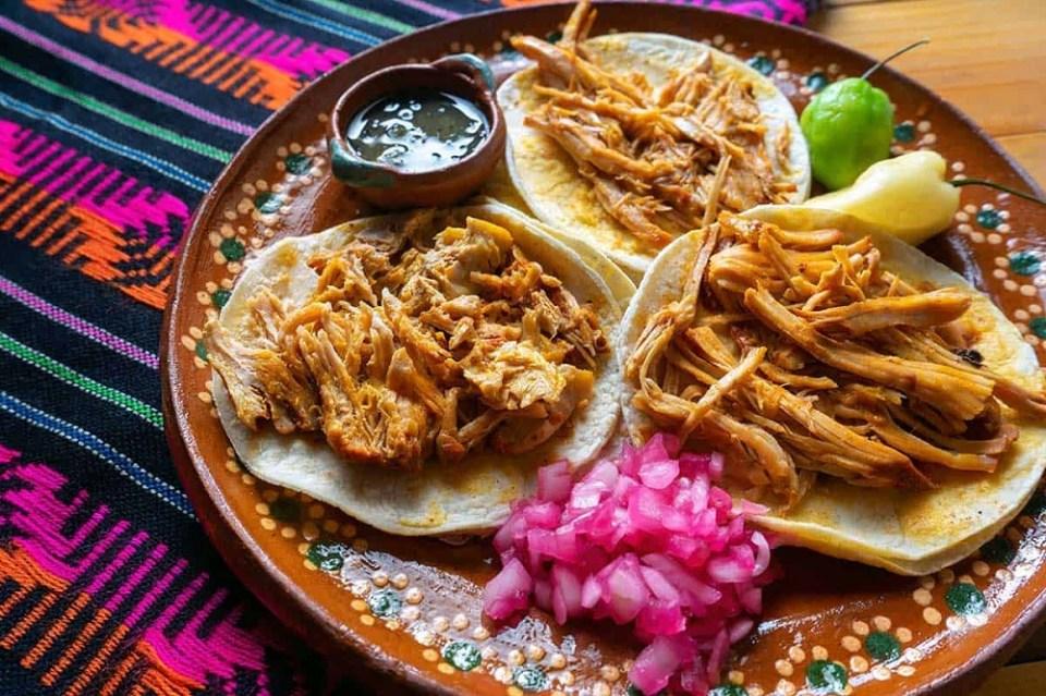 La cochinita puede servirse en tacos o en tortas