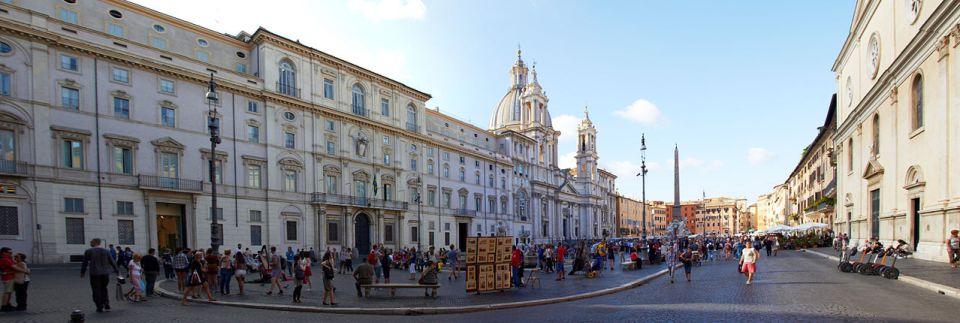 No puedes dejar de acercarte a la Piazza Navona