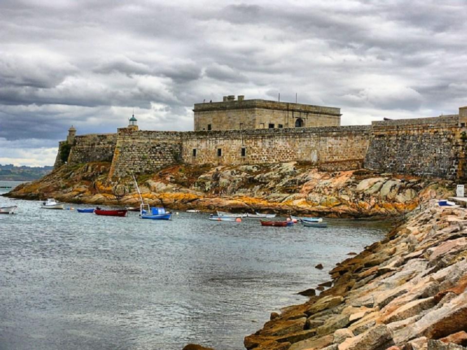 El castillo de San Antón es uno de los lugares que ver en La Coruña que no puedes perderte