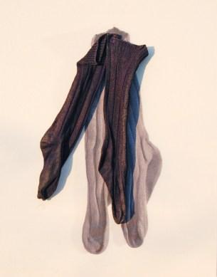 "arch.n. 866 ""calz lana"" calzini resinati + riproduzione fotografica su tela applicata a tavola cm 75 x 59 – anno 2009"