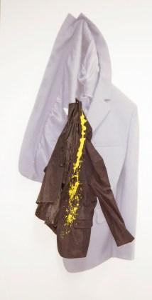 arch.n. 881 giaccI° comunione giacca resinata + riproduzione fotografica su tela applicata a tavola cm 175 x 91 – anno 2009