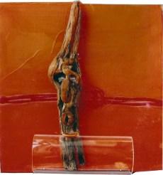 arch.n. 552 Rinascita 46 Legno scolpito e dipinto, tavola affrescata, plexiglass, cm 40x42 - anno 2003