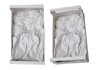 arch.n. 920 Deposizione 1 indumento+gesso e resine + cassetta in legno, 2010-2011