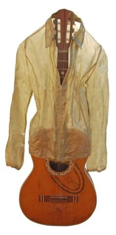 arch.n. 891 Abito mentale 23, Trasparenze camicia resinata + chitarra + teka - anno 2009 – cm 36 x 40 x H 110 - Catalogo ed. Bozzetto e Art&Media