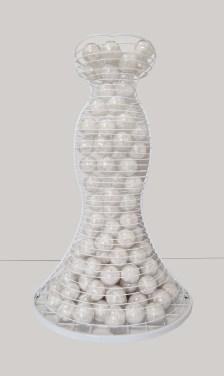 arch.n, 1.055 Ipazia della Purezza del cuore ferro smaltato + 130 ca sfere in PVC con piume 2011/12 – cm 83x93 x h 143 - Catalogo ed. Bozzetto