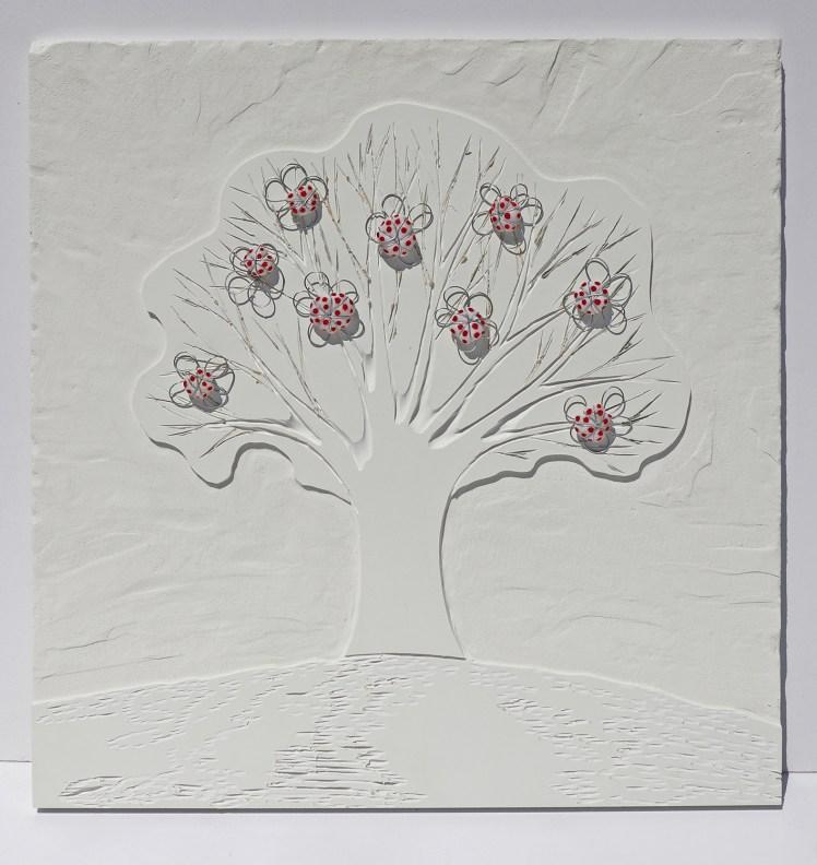 Arch.n. 1.631 Albero dai buoni frutti – incisione su PVC + tessuti e ferro zincato, cm 50x50 2018