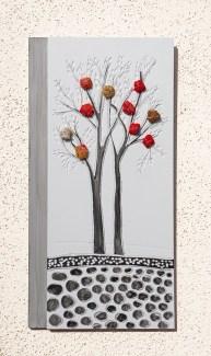 """I buoni frutti - Archivio n. 1846-A dittico - cm35x17 - anno 2020 smalto e incisione su PVC da riciclo +""""frutti"""" creati con vestiti usati compattati con filo di acciaio inox e resina. Avvitati dal retro. L'opera è archiviata ed è completa di attaccaglia."""