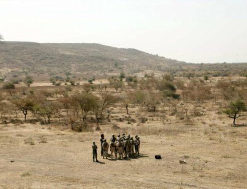 burkina-faso,-attacco-jihadista-a-un-convoglio-che-scortava-civili:-47-morti-e-19-feriti
