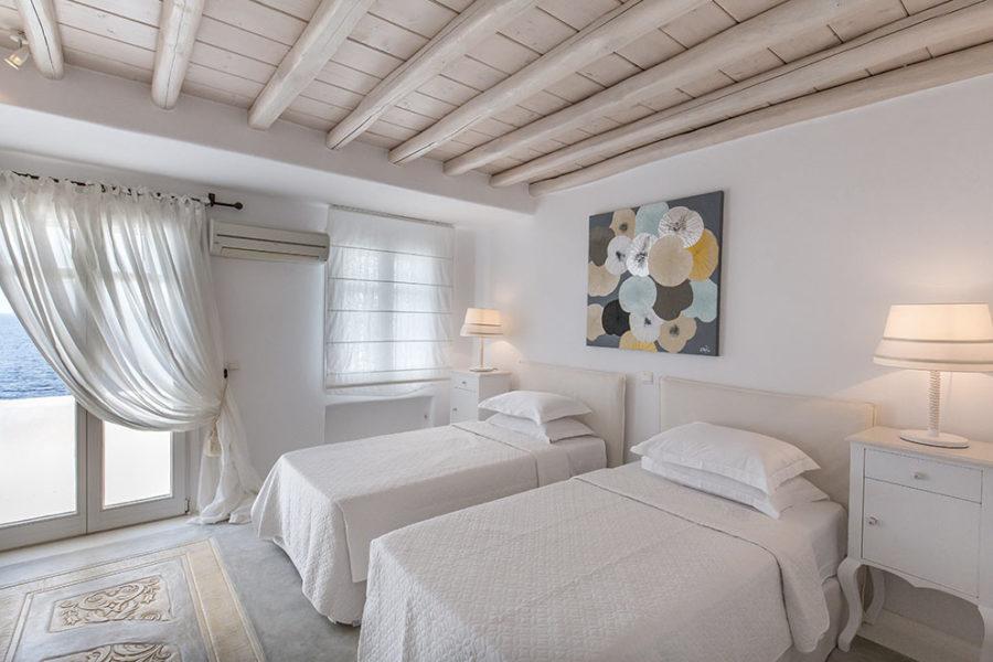 Okyroe-villa-bedroom3