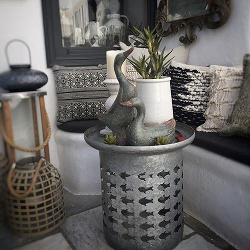 out door Mykonos, coffe table, table setting, acciaio, duck, wood, vase, ceramica, green, plant, pillow, sfumature di grigio