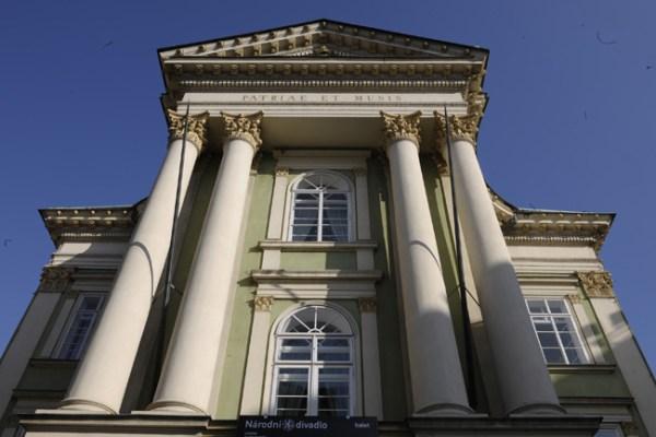 Fachada do Teatro dos Nobres, onde Mozart estreou várias óperas, inclusive o Dom Giovanni.