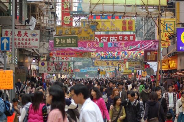 Onde se vai, em Hong Kong, a multidão está presente