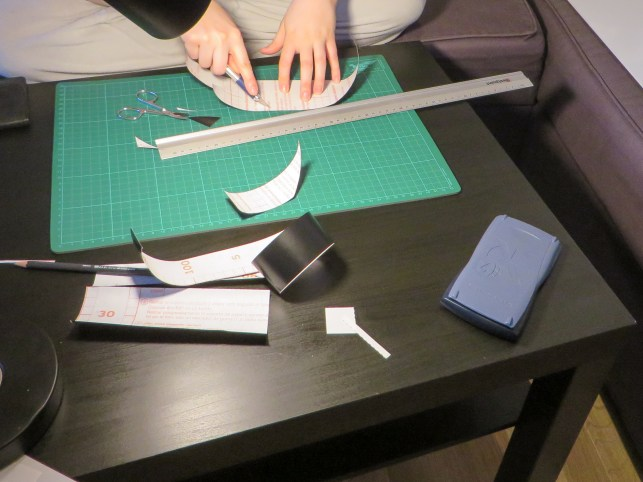 Cutting the vinyl foil
