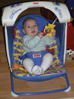 Лука в кресле-качелях