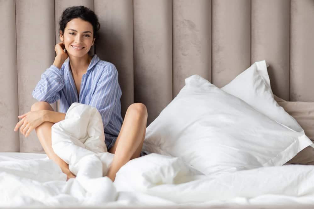 a pillow between legs when sleeping