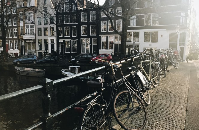canals bikes amsterdam lulu meets world travel beauty fashion blogger lumen beltran