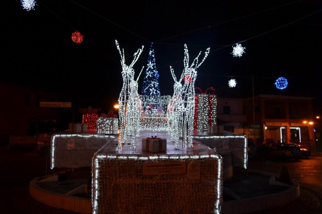 (Foto 15 -00d) Slitta con pacchi regali +albero e sfere 10mx6m