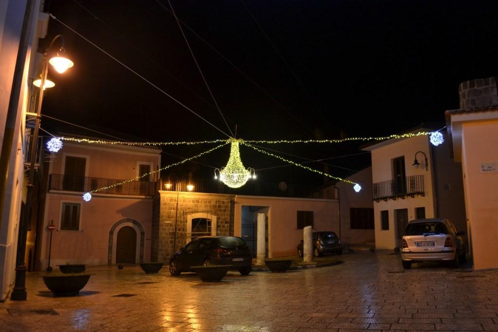 (Foto 15 -03) Lampadario G. 2.40m bianco oro + sfere