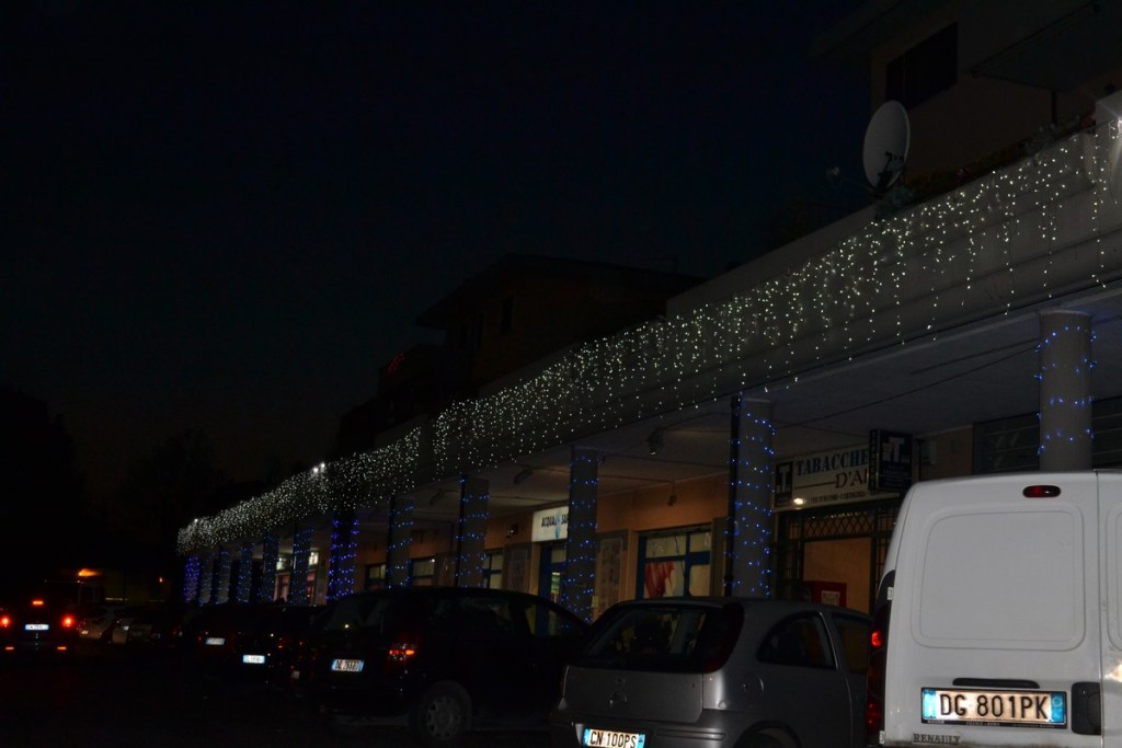 (Foto 15 -11a) Perimetro con ice light bianco flasc con strobi + colonne (visiona video)