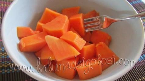 Della papaya si consuma soprattutto il frutto, giunto a completa maturazione, sbucciato e tagliato a pezzi