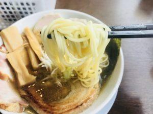 真玄 極み煮干しらぁ麺三種チャーシュー 麺リフト