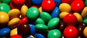 סוכריות צבעוניות