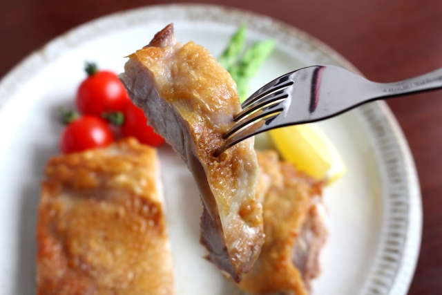 チキンソテー、鶏肉、鶏もも肉