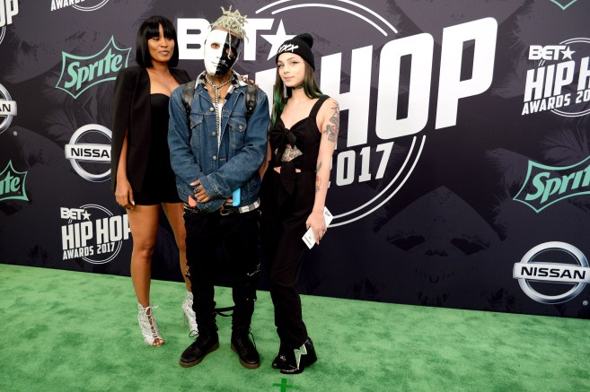 BET Hop Hop Awards 2017 - Arrivals MIAMI, FL - OCTOBER 06: Guests attend the BET Hip Hop Awards 2017 Green Carpet at The Fillmore Miami Beach at the Jackie Gleason Theater on October 06, 2017 in Miami, FL (Photo: Jeff Daly/BET)
