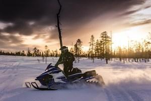Metsähallitus kunnostaa hoitamiaan moottorikelkkailu-uria Pohjois-Suomessa
