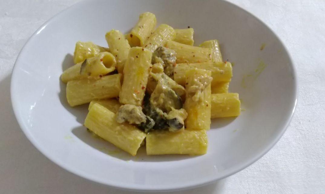 Rigatoni con Salsa di Zucchine e Salsiccia
