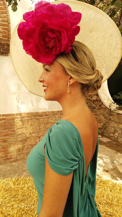 Vestido azul klein con pamela