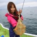 釣りガールが初ティップランエギングでアオリイカGET☆当たりエギは先生に借りた…