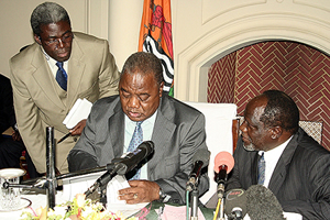 President Banda flanked by incoming local government minister Ben Tetamashimba and Defence minister George Mpombo