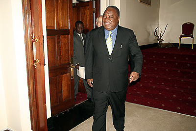 President Rupiah Banda emerges from his office to meet Millenium Challenge vice president Darius Teter at State House