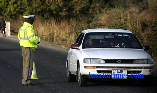 File: A traffic policeman attending to a motorist at a roadblock near Chikankata in Mazabuka.