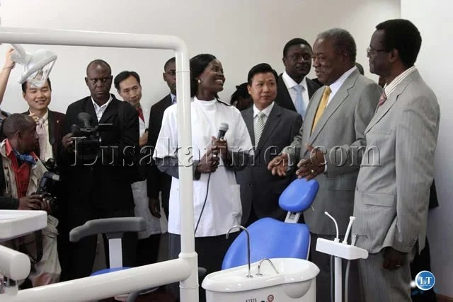 President Banda chatting to a medical staff the new Hospital