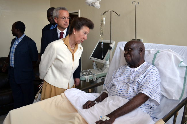 Princess Anne talking to First Republican President Kenneth Kaunda when she visited him at the University Teaching Hospital