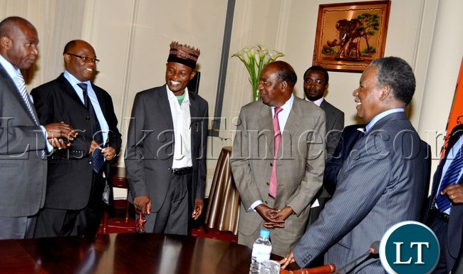 L-R: Northen province minister Gerry Chanda, Northern province permanent secretary Hlobotha Nkunika, Chief Munkonge, Finance minister Alexander Chikwanda and President Sata at State House after a closed door meeting with Chiefs from Muchinga Province -Picture by THOMAS NSAMA