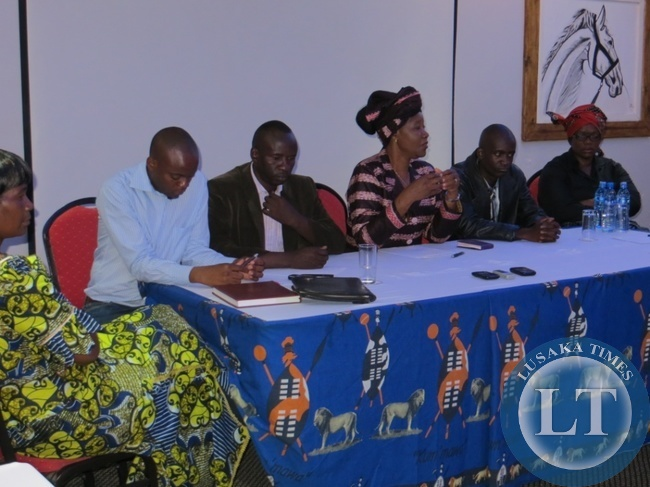 Nawakwi addressing the Press at Sherbourne Lodge in Kitwe. To her immediate right is William Wilima and to her immediate left is Caphes Musonda the two MMD defectors.