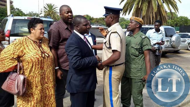 FILE: Police officers attempt to keep Bowman Lusambo from Muhabi Lungu (not in picture) at the Supreme Court in Lusaka. Courtesy Mwebantu