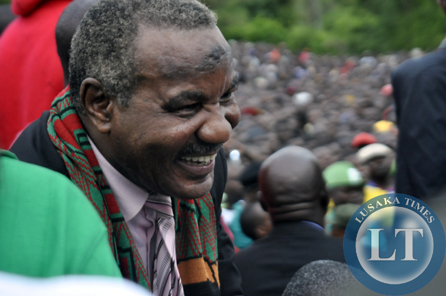 former vice president Lupando Mwape has resurfaced and here, he is captured at the joint rally for Rupiah Banda and Edgar Lungu in chipata