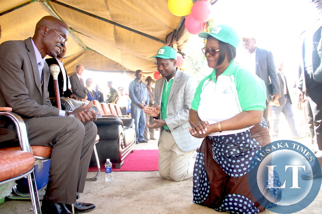First Lady Esther Lungu greeting Chief Mukonchi  during the Commemorations of the International Day of Families  in Kapiri Mposhi on May 15,2015 -Picture by THOMAS NSAMA