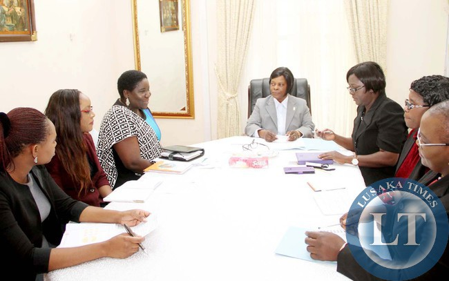 First Lady Esther Lungu during a closed door  meeting with UNFPA Assistant Representative Sibeso Mululuma (Third from left) , UNFPA Gender officer  Precious Zandonda (second from left) and UNFPA Country Programme Officer Susan  Kamuti (l) at State House in Lusaka on May 12,2015  -Picture by THOMAS NSAMA