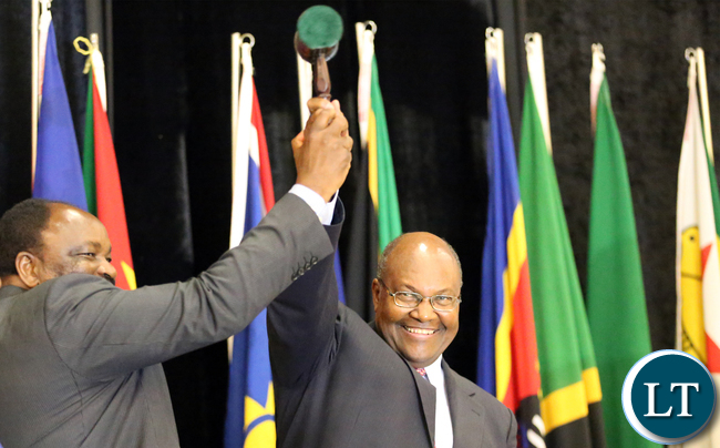 Zimbabwean Minister Of Foreign affairs Dr Simbarashe Mumbengegwi hands over to Mr Kenneth Mutambo Botswana Minister of finance and Planning SADC Councilof Ministers at Gaborone internatioanl Confrence Centre in Botswana on Friday 14th August 2015. Picture  By EDDIE MWANALEZA /STATEHOUSE.