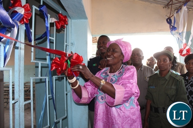 Vice President Inonge Wina cutting the ribbon to officially open a 1x 2 class room block worth k160,000 at Kataba Primary School in Nalolo District