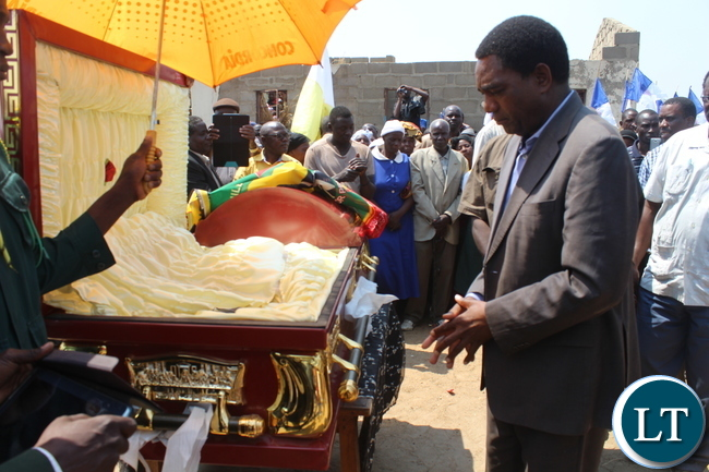 United Party for National Development (UPND) President Mr. Hakainde Hichilema pays his last respects to late Bweengwa Central ward Councilor Mr. Gladson Maungila. The late Civic leader who was also Local Government Association of Zambia Provincial Vice chairperson died on 29th August, 2015.